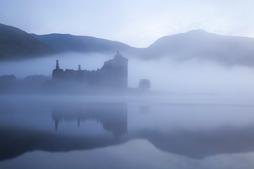 Kilchurn Castle, Loch Awe, Strathclyde, Scotland, United Kingdom, Europe - 834-7222