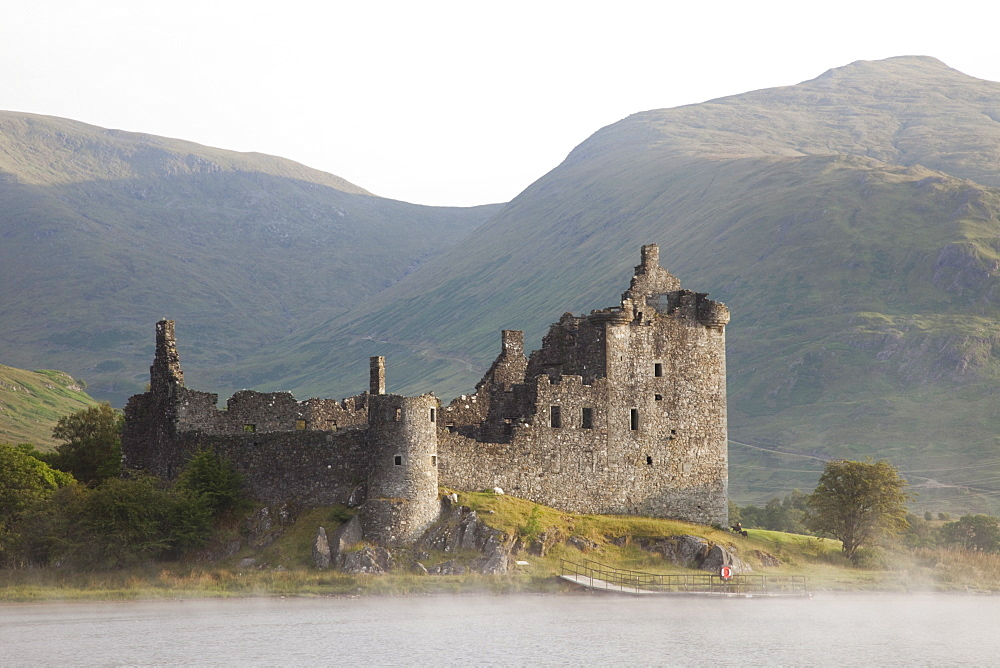 Kilchurn Castle, Loch Awe, Strathclyde, Scotland, United Kingdom, Europe - 834-7224