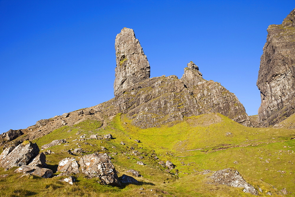 Old Man of Storr mountain, Trotternish Peninsula, Isle of Skye, Inner Hebrides, Scotland, United Kingdom, Europe - 834-7242