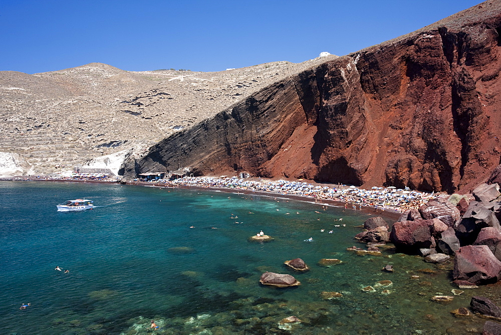 The Red Beach, a famous sunbathing spot near Akrotiri in Santorini, Cyclades, Greek Islands, Greece, Europe - 835-104