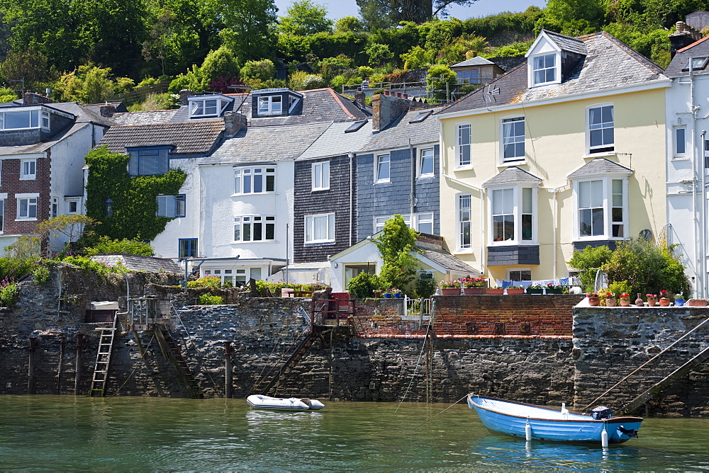Houses on the waters edge in Fowey, Cornwall, England, United Kingdom, Europe - 835-5