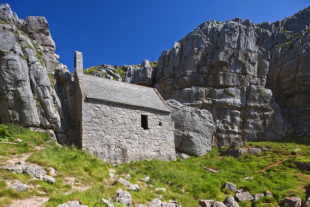 St. Govan's Chapel, St. Govan's, Pembrokeshire, Wales, United Kingdom, Europe - 835-70
