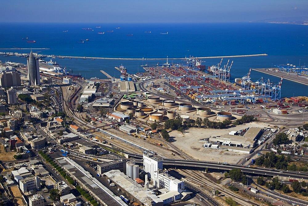 The port of Haifa - 837-1131