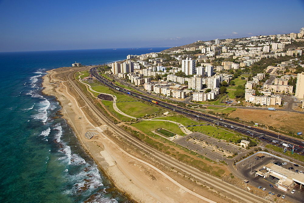 The southern entrance of the city of Haifa - 837-1151