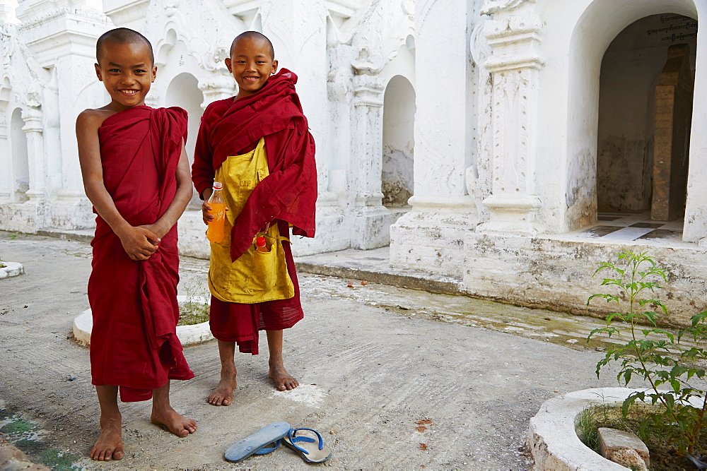 Young novice monks, Paya Sandamuni Monastery, Mandalay, Myanmar (Burma), Asia