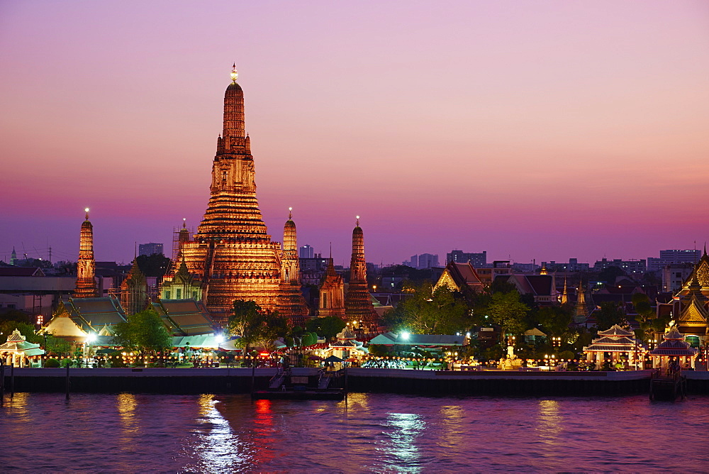 Wat Arun (Temple of the Dawn) and the Chao Phraya River by night, Bangkok, Thailand, Southeast Asia, Asia - 841-1463