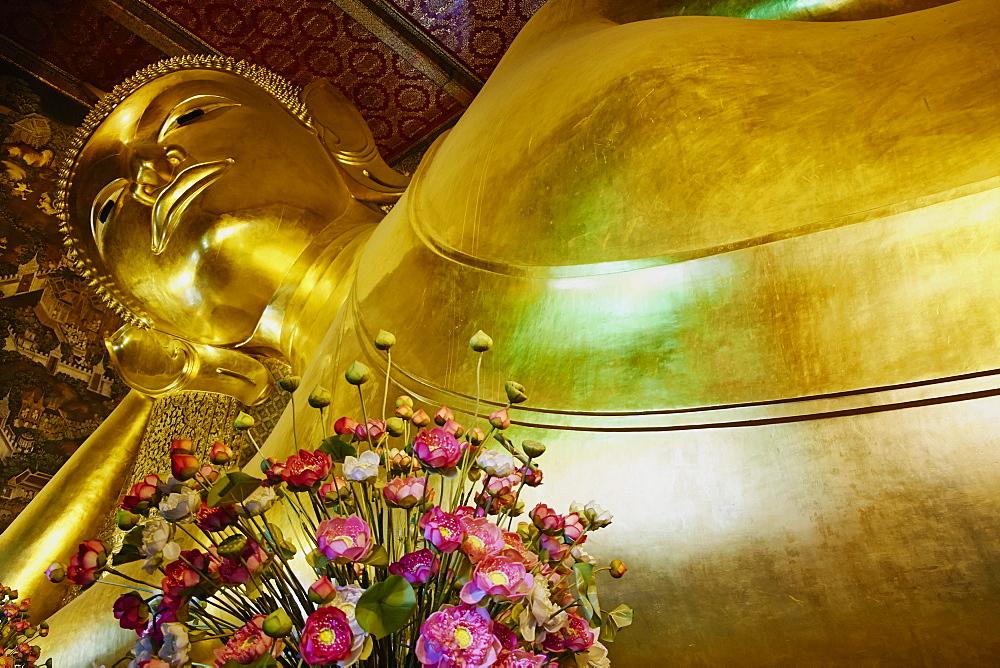 Reclining Buddha, Wat Pho (Wat Phra Chetuphon), Bangkok, Thailand, Southeast Asia, Asia - 841-1466