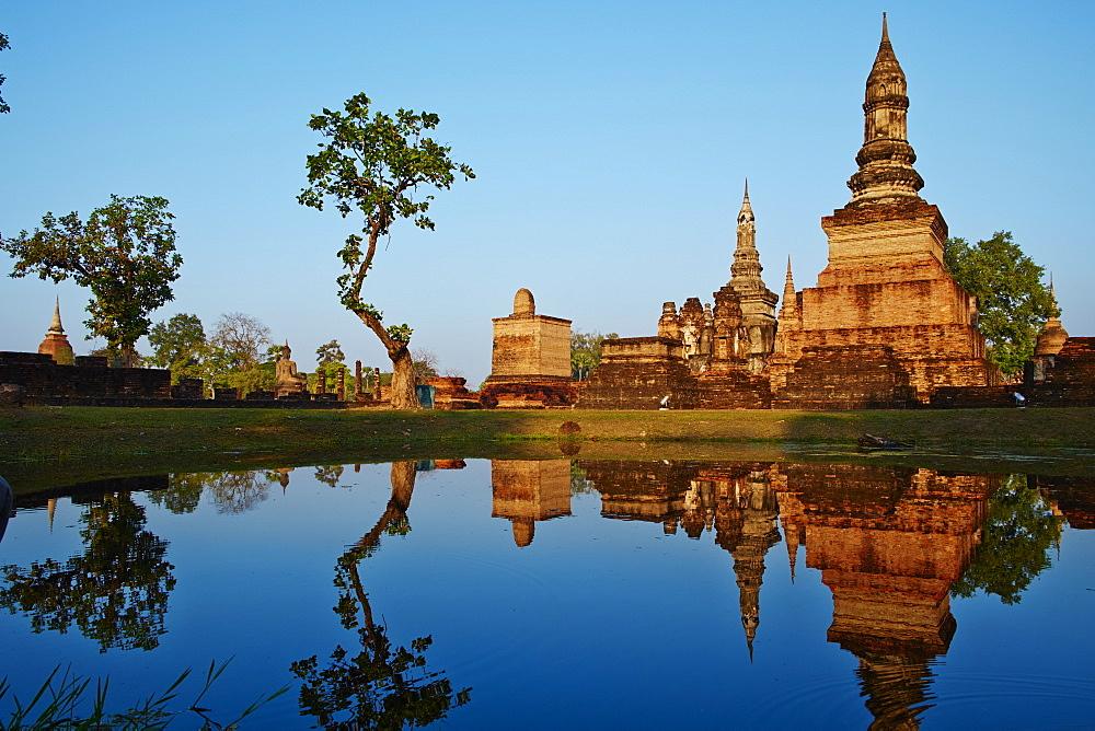 Wat Mahatat, Sukhothai Historical Park, UNESCO World Heritage Site, Sukhothai, Thailand, Southeast Asia, Asia - 841-1513