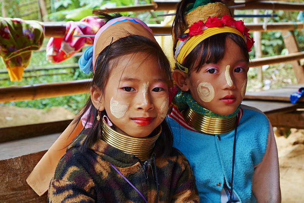 Long Neck girls (giraffe girls) (Padaung girls, Mae Hong Son, Thailand, Southeast Asia, Asia - 841-1554