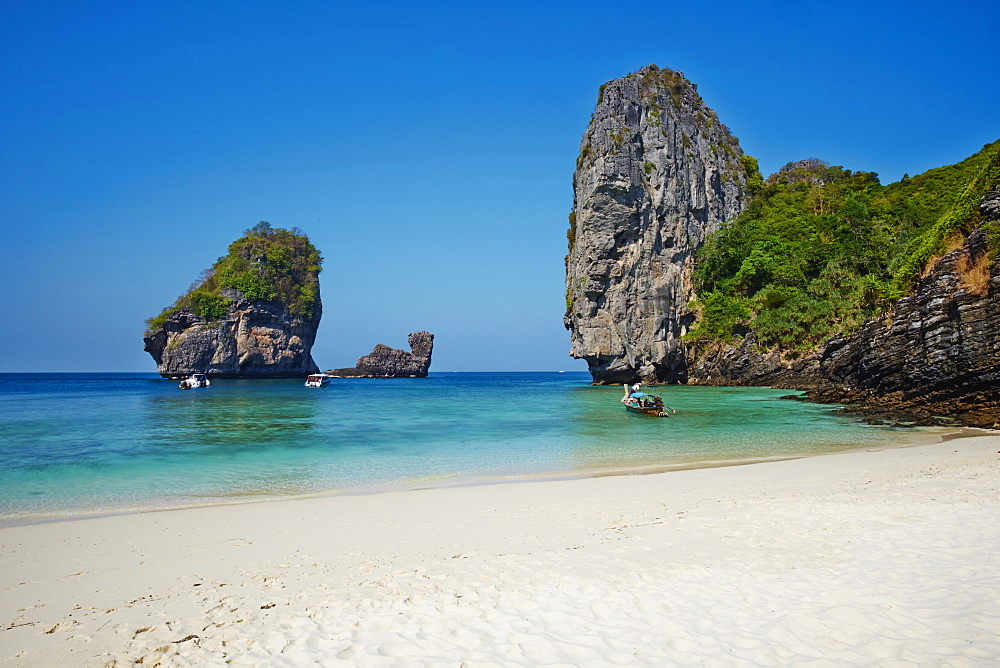 Ko Phi Phi Don island, Krabi Province, Thailand, Southeast Asia, Asia *** Local Caption *** lots of beach clean up - 841-1566