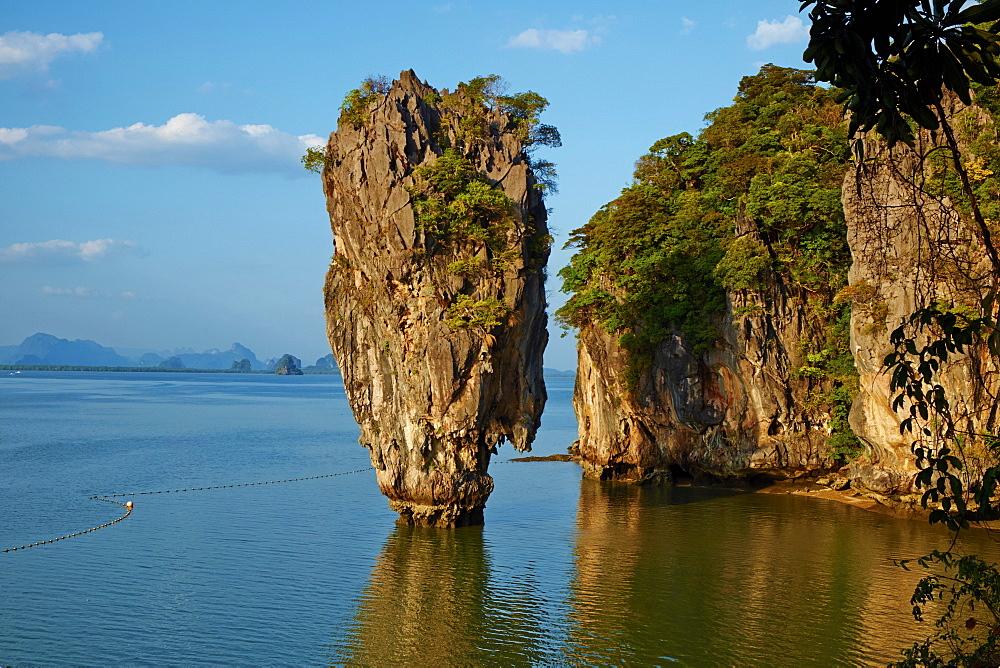 Phang Nga Bay, Ao Phang Nga National Park, Ko Khao Phing Kan Island, Ko Tapu Rock (James Bond Rock), Krabi Province, Thailand, Southeast Asia, Asia - 841-1568