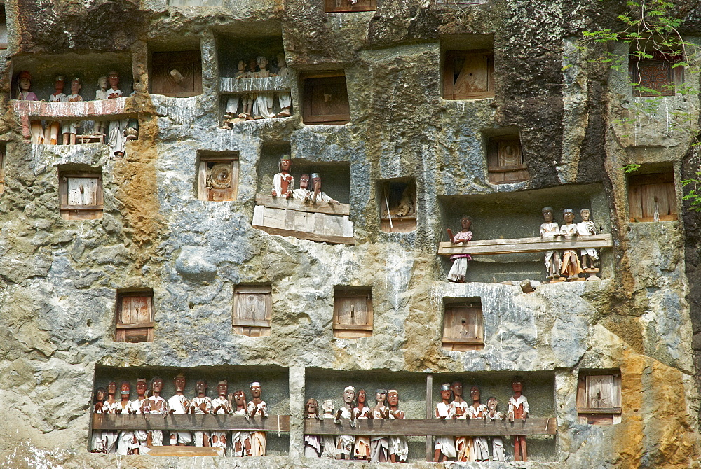 Effigies of the dead in cliffs, Toraja cemetery, Lemo, Tana Toraja, Toraja, Sulawesi, Celebes, Indonesia, Southeast Asia, Asia