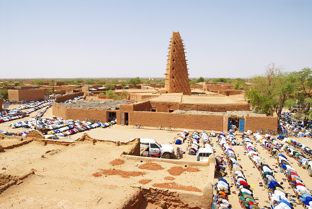 The Great Mosque built of mud, founded in the 16th century, Agadez, Niger, West Africa, Africa