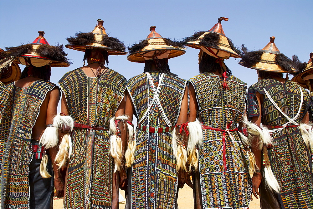 Back view of a group of Wodaabe (Bororo) men at the annual Gerewol male beauty contest, the general reunion of West Africa for the Wodaabe Peul (Bororo Peul) people, Niger, West Africa, Africa