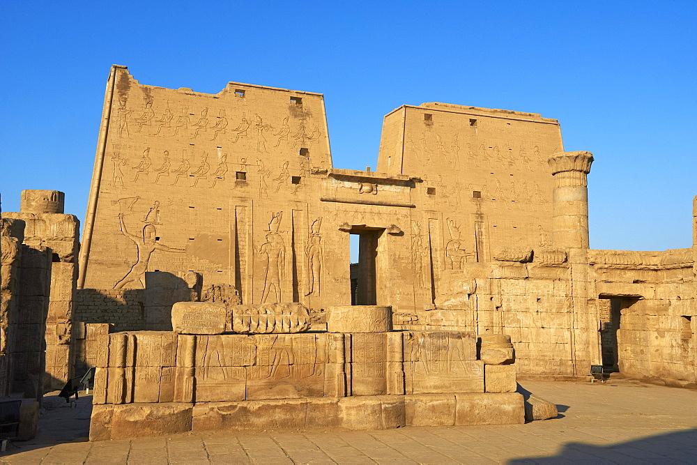 Pylon, Temple of Horus, Edfu, Egypt, North Africa, Africa