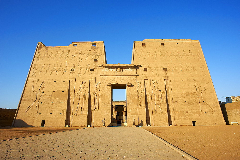 Pylon, Temple of Horus, Edfu, Egypt, North Africa, Africa