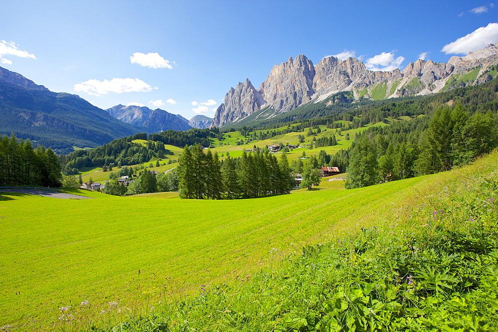 View of mountains near Cortina d' Ampezzo, Belluno Province, Veneto, Dolomites, Italy, Europe