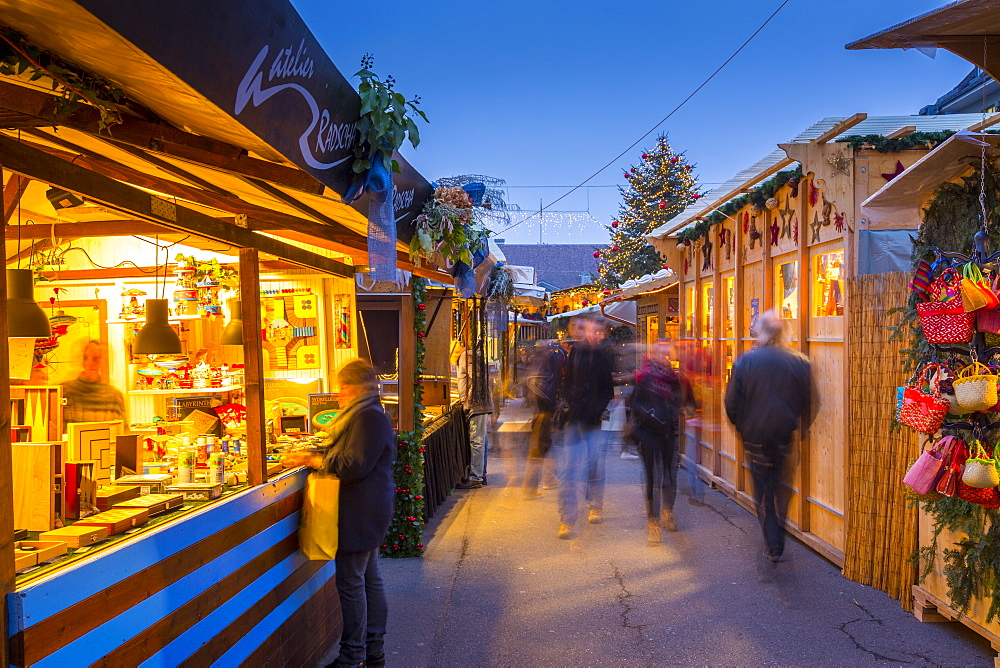 Christmas Market on Waisenhausplatz, Bern, Jungfrau region, Bernese Oberland, Swiss Alps, Switzerland, Europe