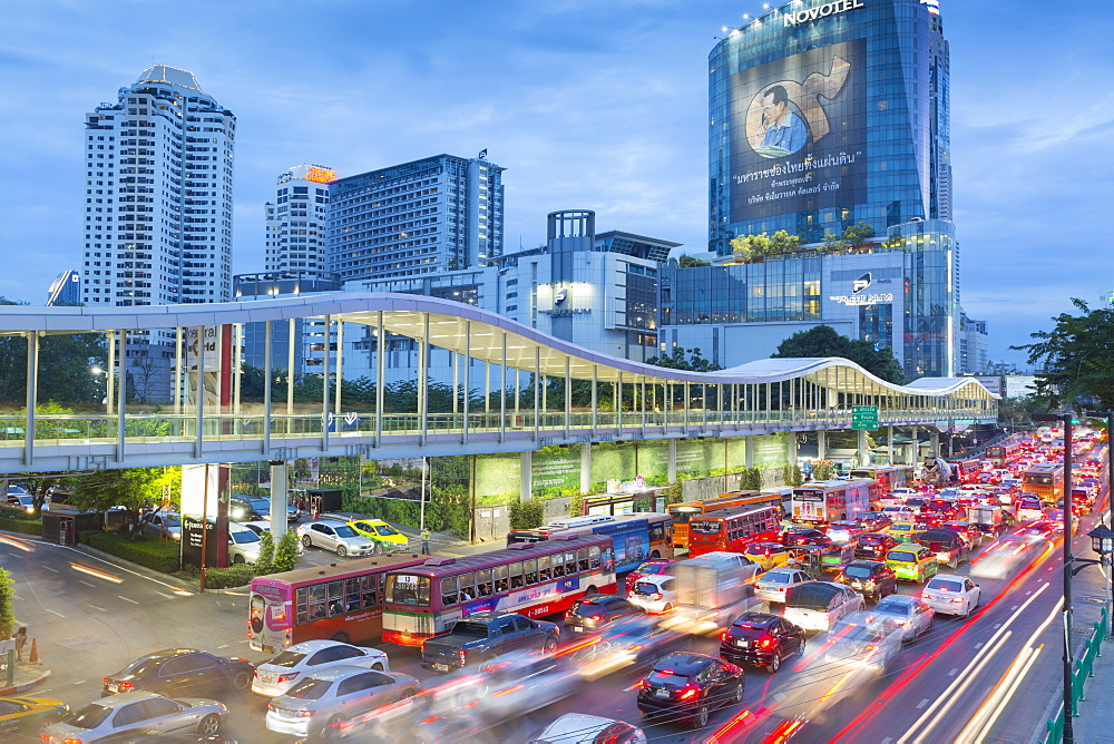 Traffic on Ratchadamri Road, Bangkok, Thailand, Southeast Asia, Asia