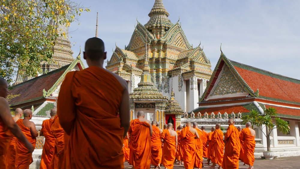 Monks in Wat Pho, Bangkok, Thailand, South Asia, Asia