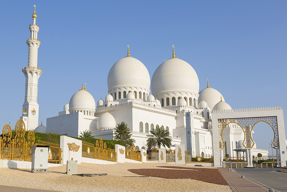 View of Sheikh Zayed Grand Mosque, Abu Dhabi, UAE, Middle East, Asia