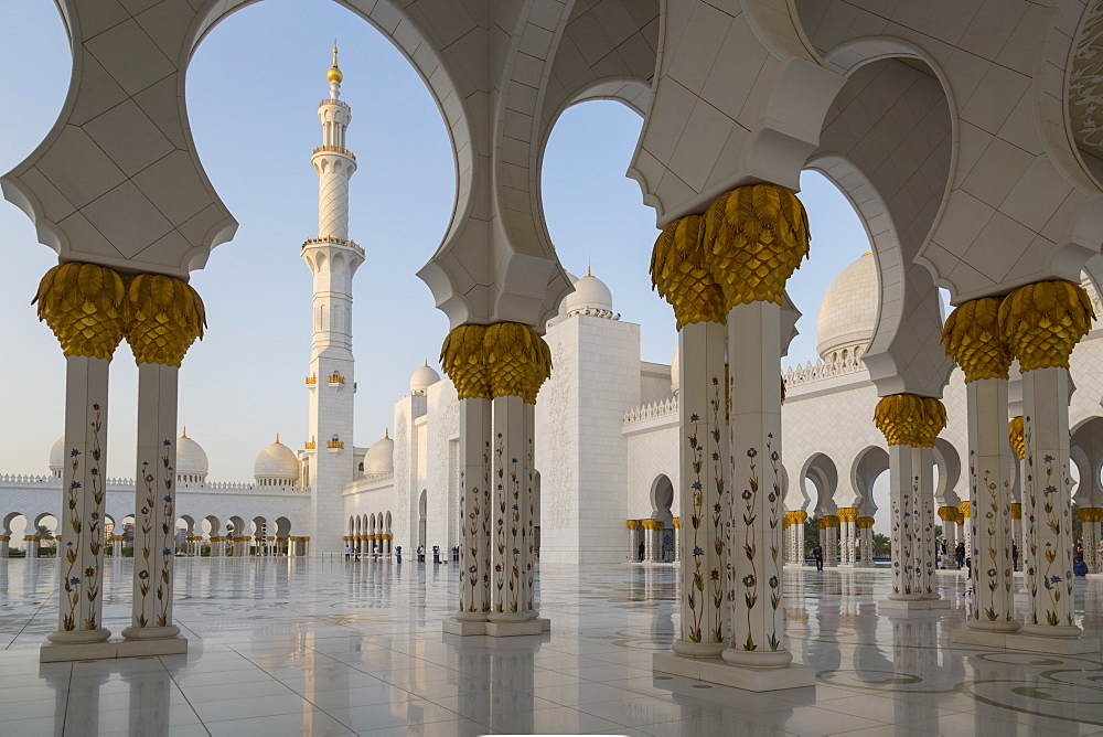 Inside the Sheikh Zayed Grand Mosque, Abu Dhabi, United Arab Emirates, Middle East