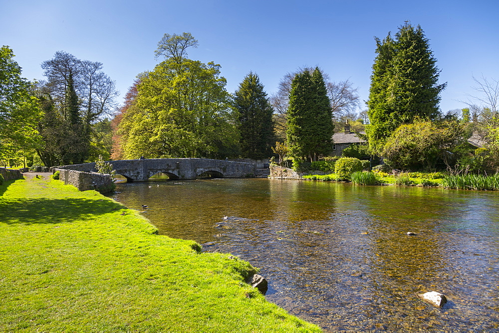 The River Wye and Sheepwash Bridge in Ashford in the water in Springtime, Derbyshire Dales, Derbyshire, England, UK, Europe - 844-12756