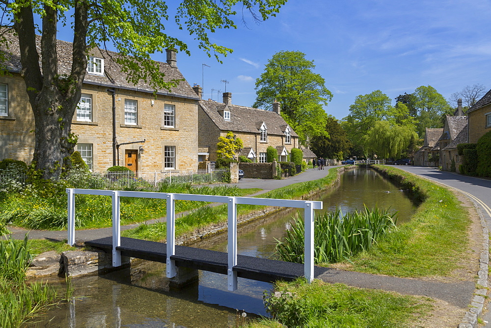 Cottages and footbridge over the River Eye in Lower Slaughter, Cotswolds, Gloucestershire, England, UK, Europe - 844-12764