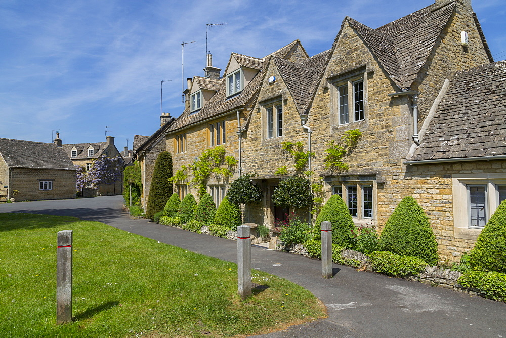 Cottages in Lower Slaughter, Cotswolds, Gloucestershire, England, UK, Europe - 844-12767