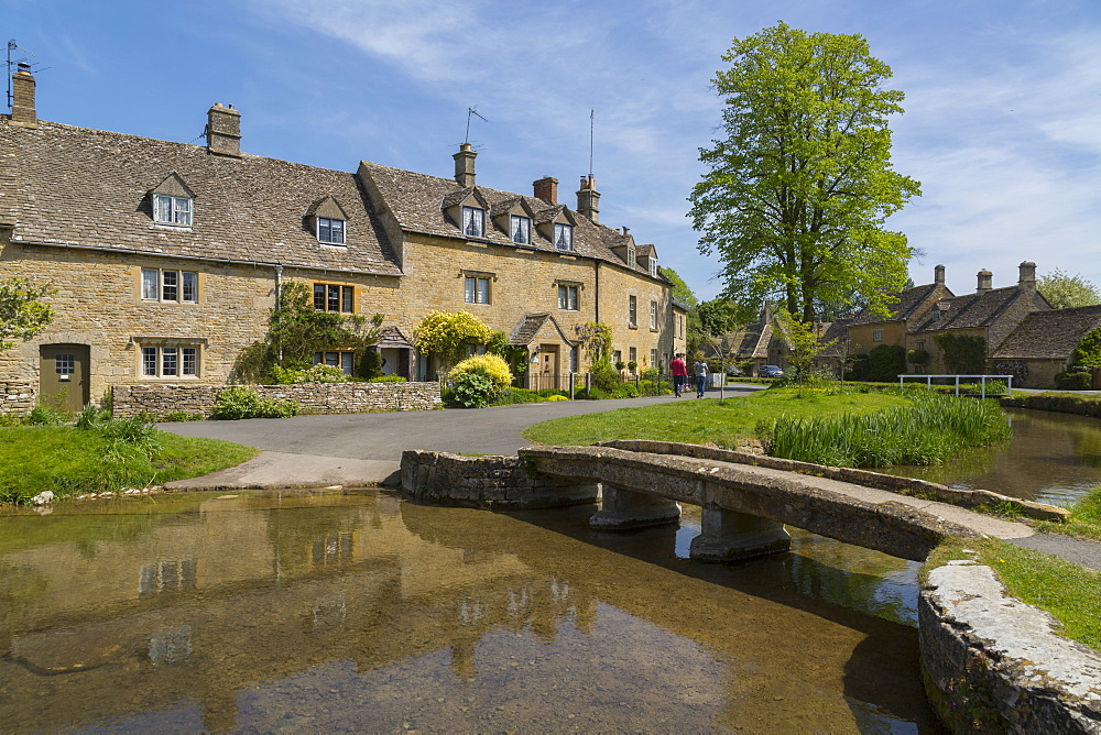 Cottages and footbridge over the River Eye in Lower Slaughter, Cotswolds, Gloucestershire, England, UK, Europe - 844-12770
