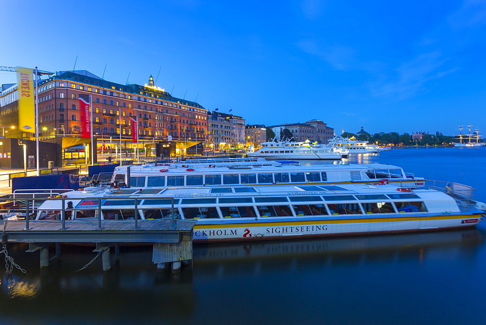 The Grand Hotel and sightseeing boats at dusk, Stockholm, Sweden, Scandinavia, Europe