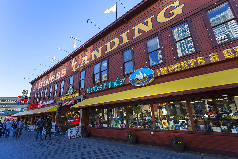 Miners Landing shops on Pier 57 on Alaskan Way, Downtown, Seattle, Washington State, United States of America, North America