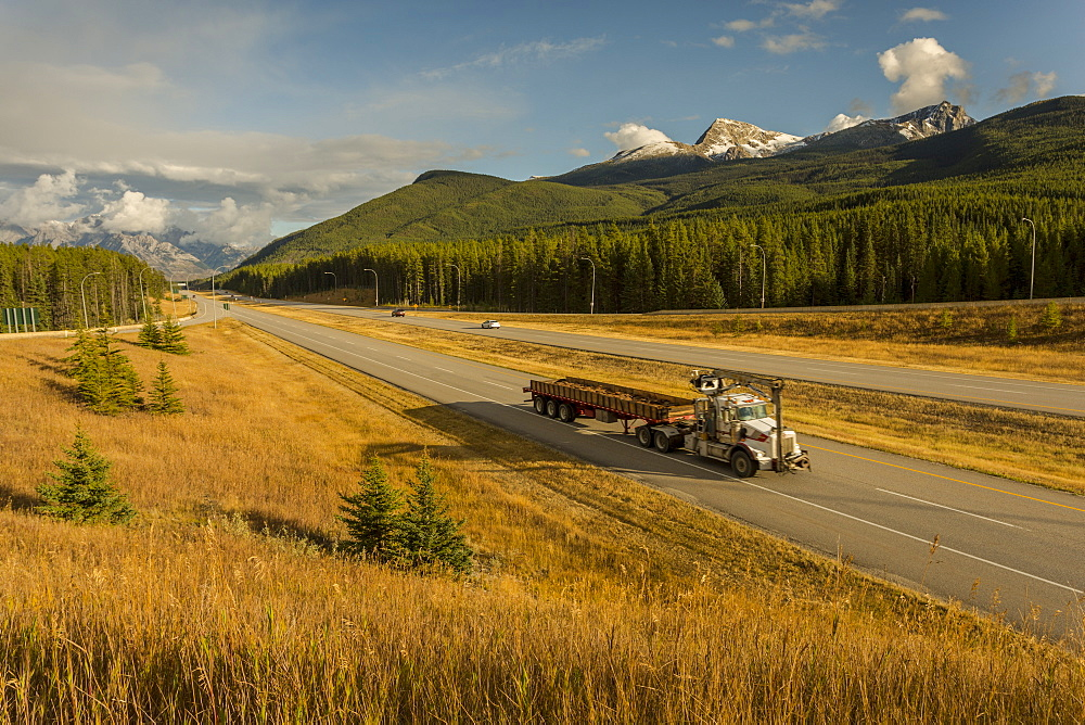 Traffic on Trans Canada Highway 1, Canadian Rockies, Banff National Park, UNESCO World Heritage Site, Alberta, Canada, North America - 844-14391