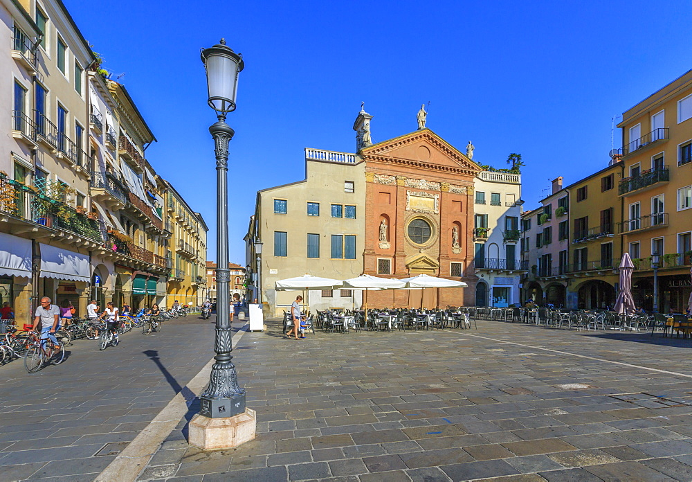 Cafes and Chiesa di San Clemente in Piazza dei Signori, Ragione Palace is visible, Padua, Veneto, Italy