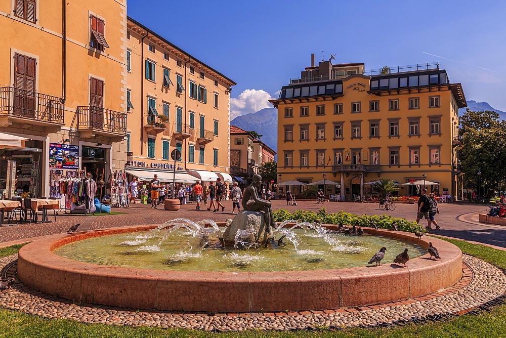 View of fountain and pastel coloured architecture in Piazza Garibaldi, Riva del Garda, Lake Garda, Trentino, Italy, Europe