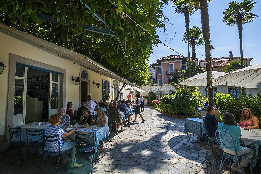 Cafe restaurant on Isola dei Pescatori, Borromean Islands, Lago Maggiore, Piedmont, Italian Lakes, Italy, Europe