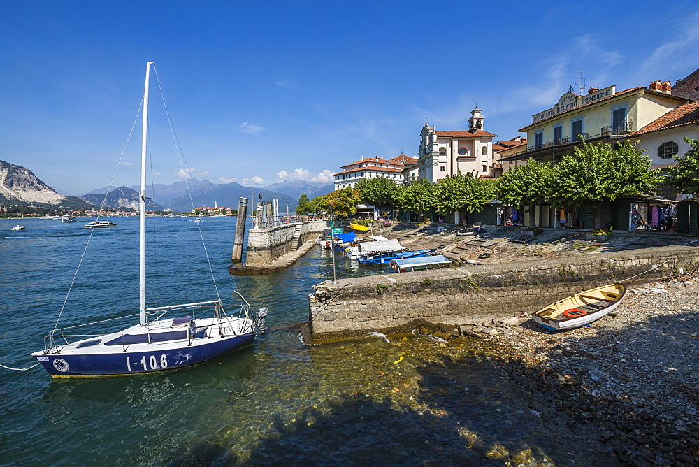Boats on beach of Isola dei Pescatori, Borromean Islands, Lago Maggiore, Piedmont, Italian Lakes, Italy, Europe