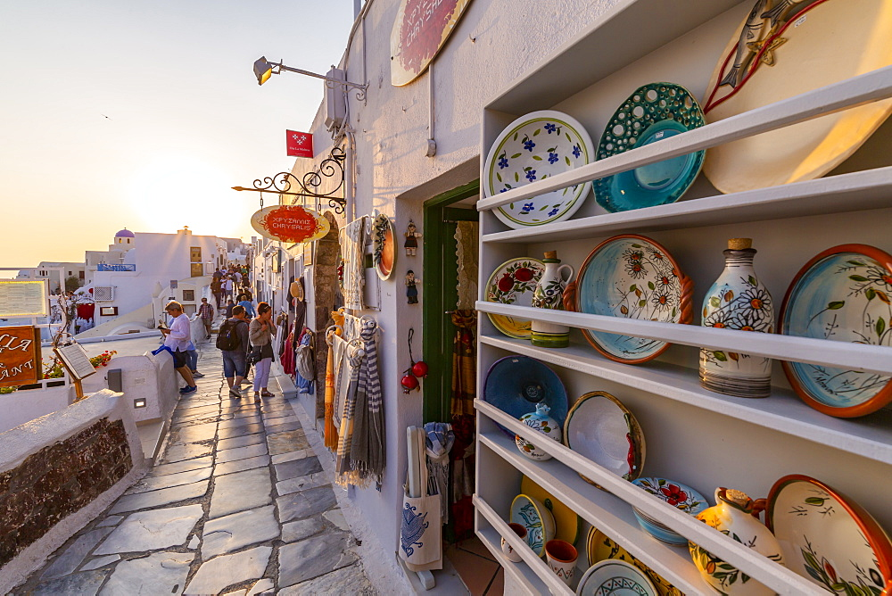 Shops selling souvenirs at Oia at sunset, Santorini, Cyclades, Aegean Islands, Greek Islands, Greece, Europe