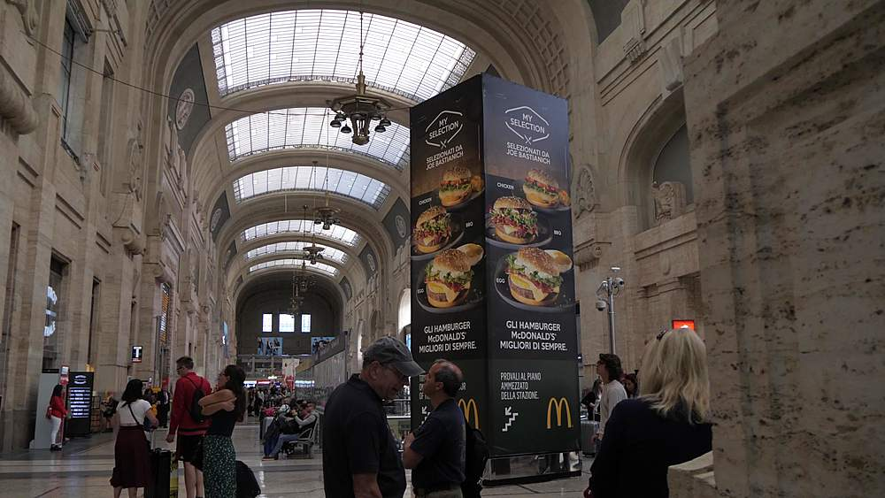 Slider shot of interior of foyer of Central Station, Milan, Lombardy, Italy, Europe - 844-18705