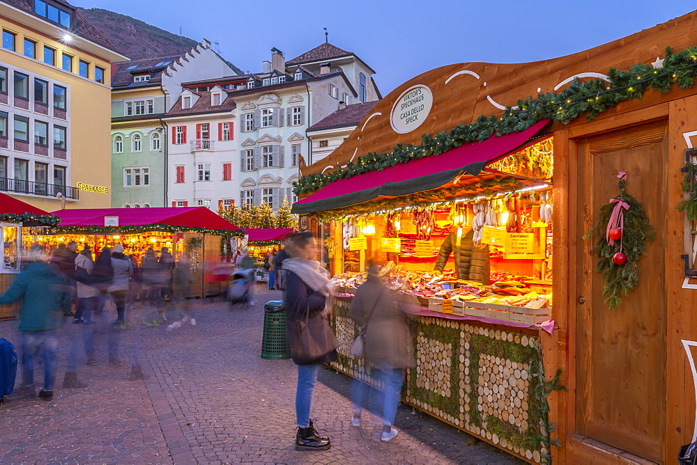 View of Christmas Market in Waltherplatz, Bolzano, Province of Bolzano, Italian Dolomites, Italy, Europe