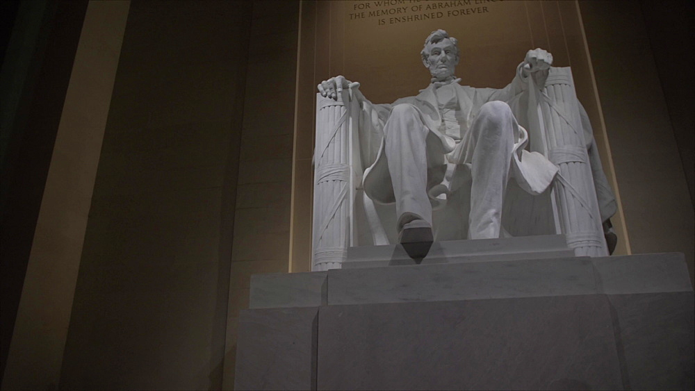 Tilt shot of statue of Lincoln at night, Lincoln Memorial, Washington DC, United States of America, North America