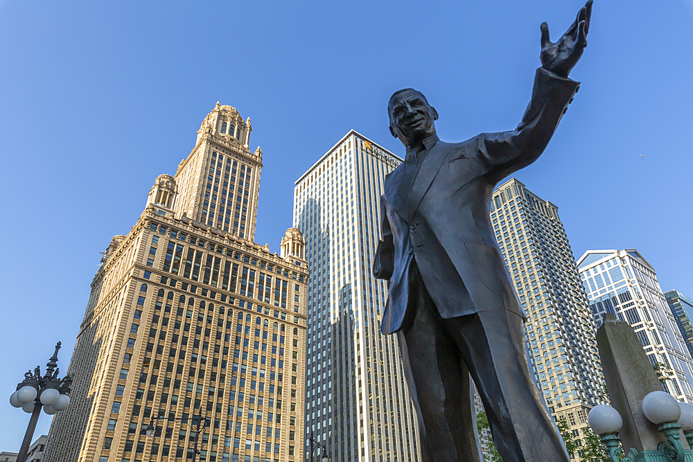 View of Irv Kupcinet (Mr Chicago) statue, Chicago, Illinois, United States of America, North America