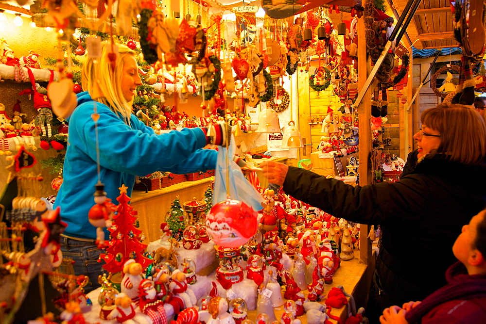Shopping, Christmas Market, Albert Square, Manchester, England, United Kingdom, Europe