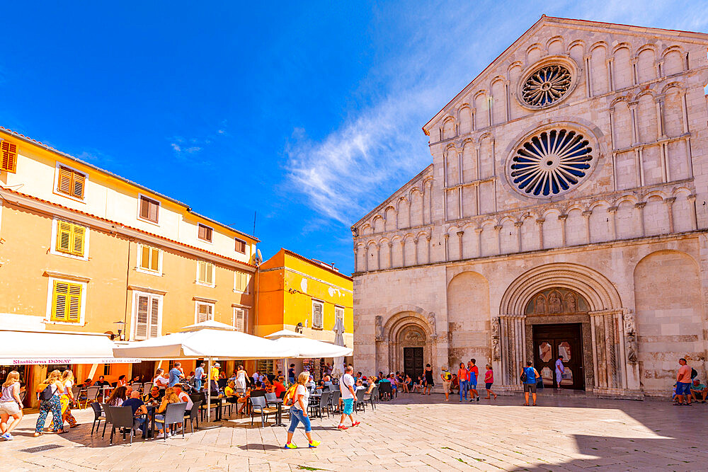 View of busy restaurant and Cathedral of St. Anastasia, Zadar, Zadar county, Dalmatia region, Croatia, Europe