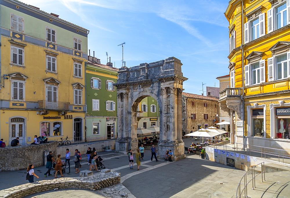 View of the Arch of the Sergii, Pula, Istria County, Croatia, Adriatic, Europe