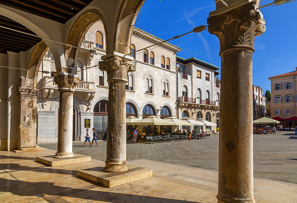 View of cafes from arches of the Town Hall in Forum Square, Pula, Istria County, Croatia, Adriatic, Europe