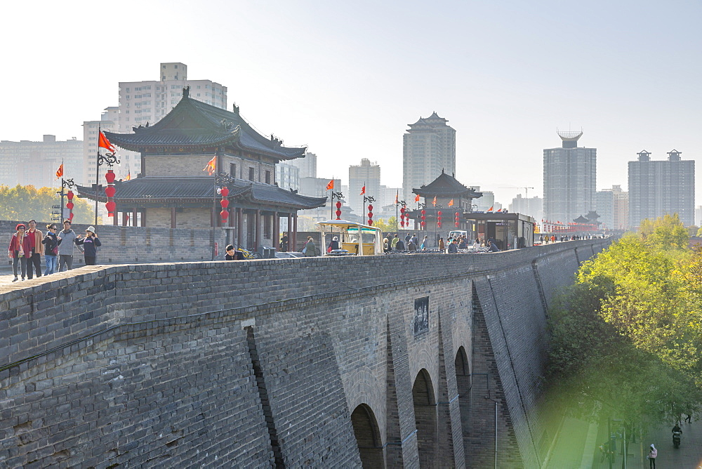 View of the ornate City Wall of Xi'an, Shaanxi Province, People's Republic of China, Asia