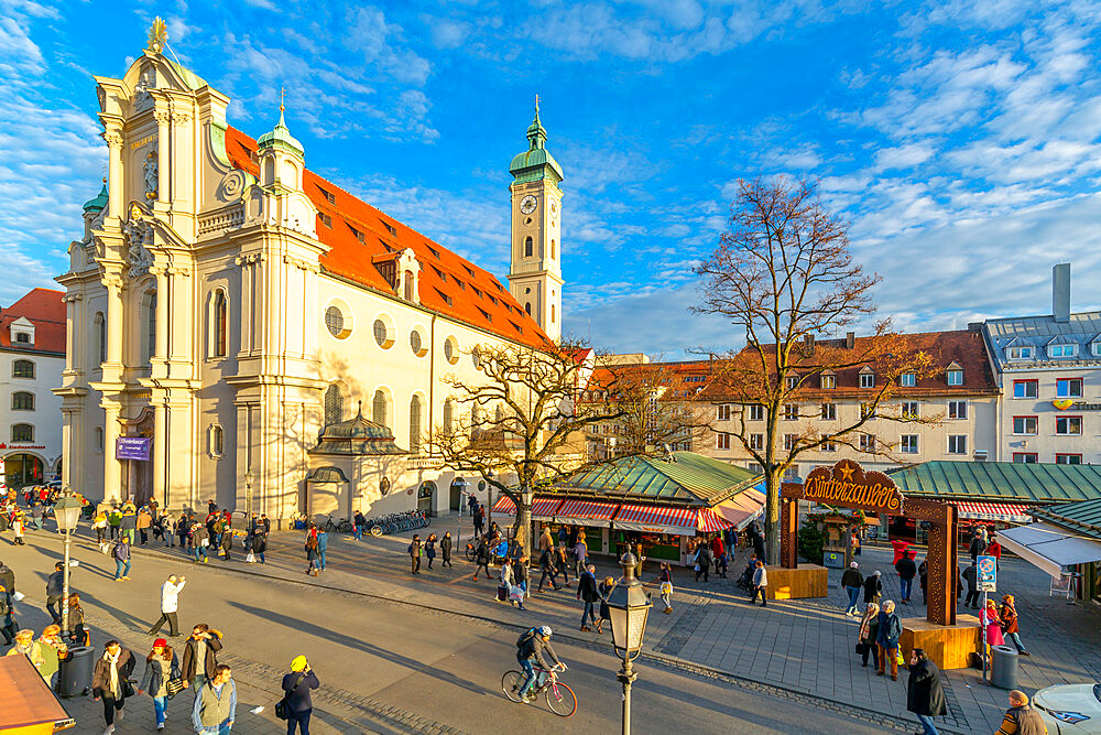View of market and Heiliggeistkirche Church clock tower, Munich, Bavaria, Germany, Europe