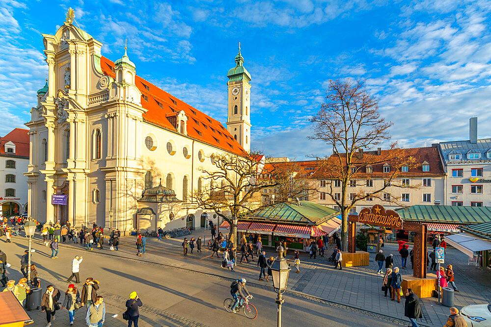 View of market and Heiliggeistkirche Church clock tower, Munich, Bavaria, Germany, Europe