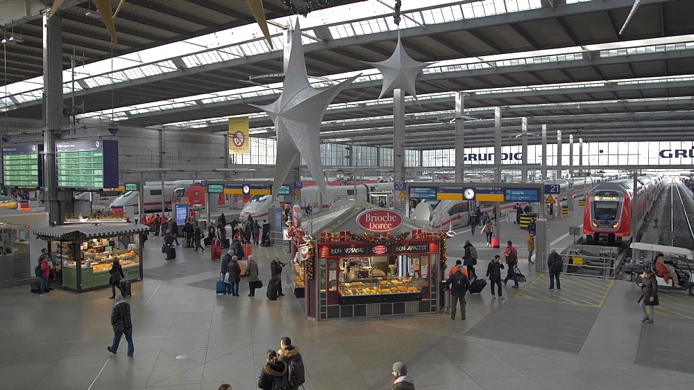 Munich Central Station at Christmas, Munich, Bavaria, Germany, Europe